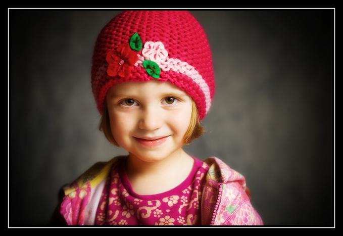 6683694 md blonde girl with pink and red hat